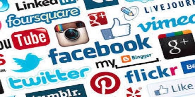 Stratégies des  Réseaux Sociaux Pour les Entreprises - Comprenez et Appréhendez les Réseaux Sociaux pour Développer Votre Activité, Recruter et fidéliser vos clients